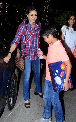 priya-dutt-with-son-at-farah-khan-triplet-bday-photos03