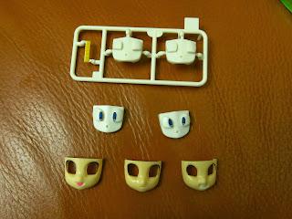意外多的臉部零件,除了兩個貼完水貼的眼睛,還多給兩個可自行處理。