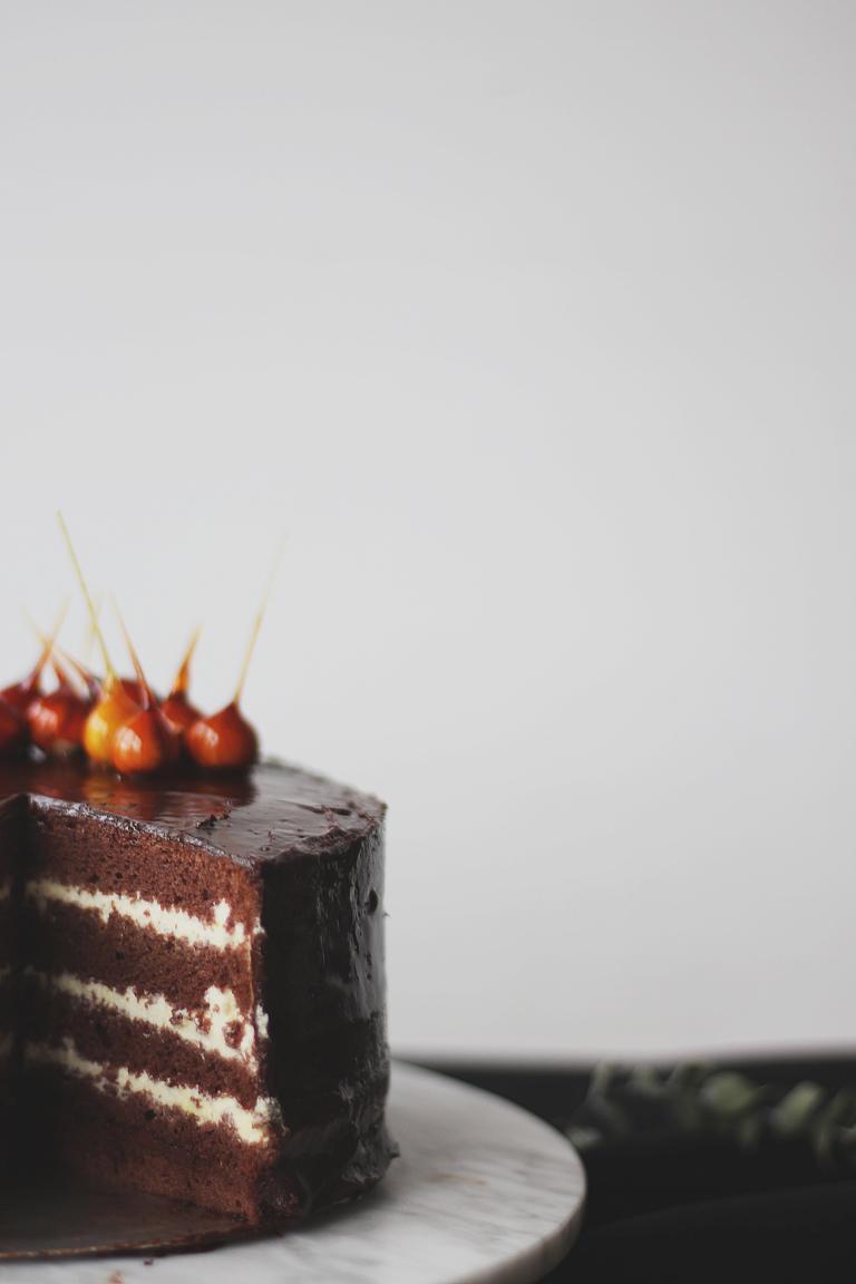 Großaufnahme der Torte mit Dekorations-Details