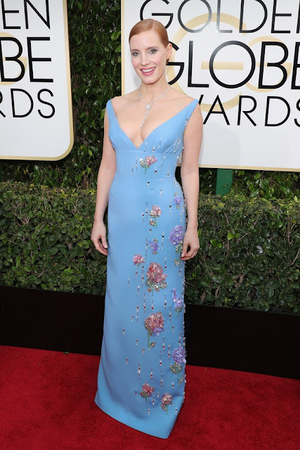 Jessica Chastain Wear Blue Embellishments Dress At Golden Globes 2017