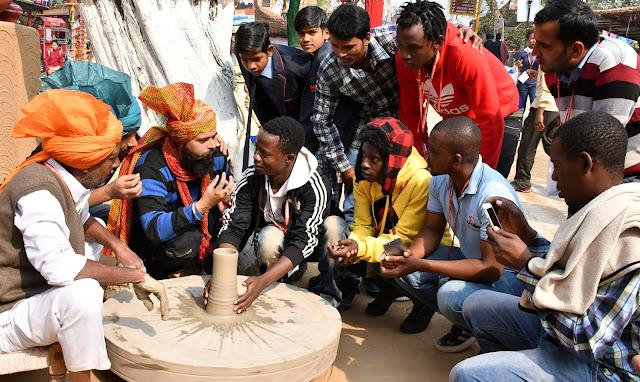 Zimbabwe artist living in Haryana's 33rd Surajkund fair