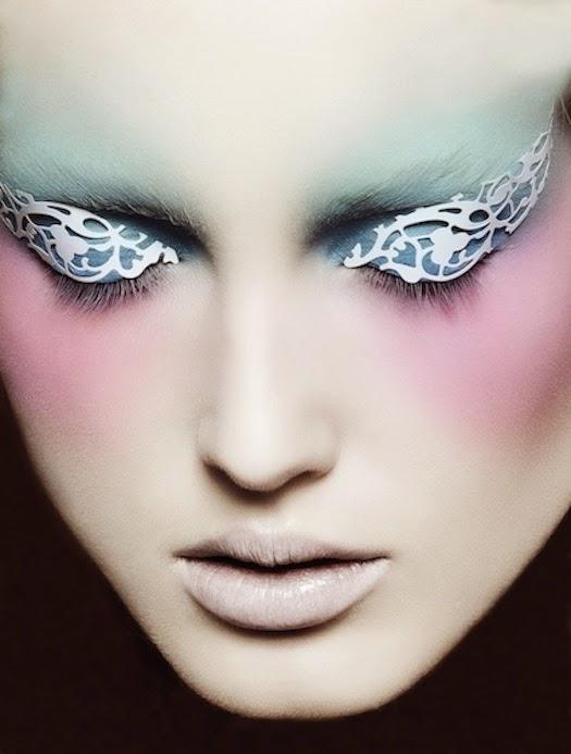 rostro de mujer maquillado y pintado con aerografo
