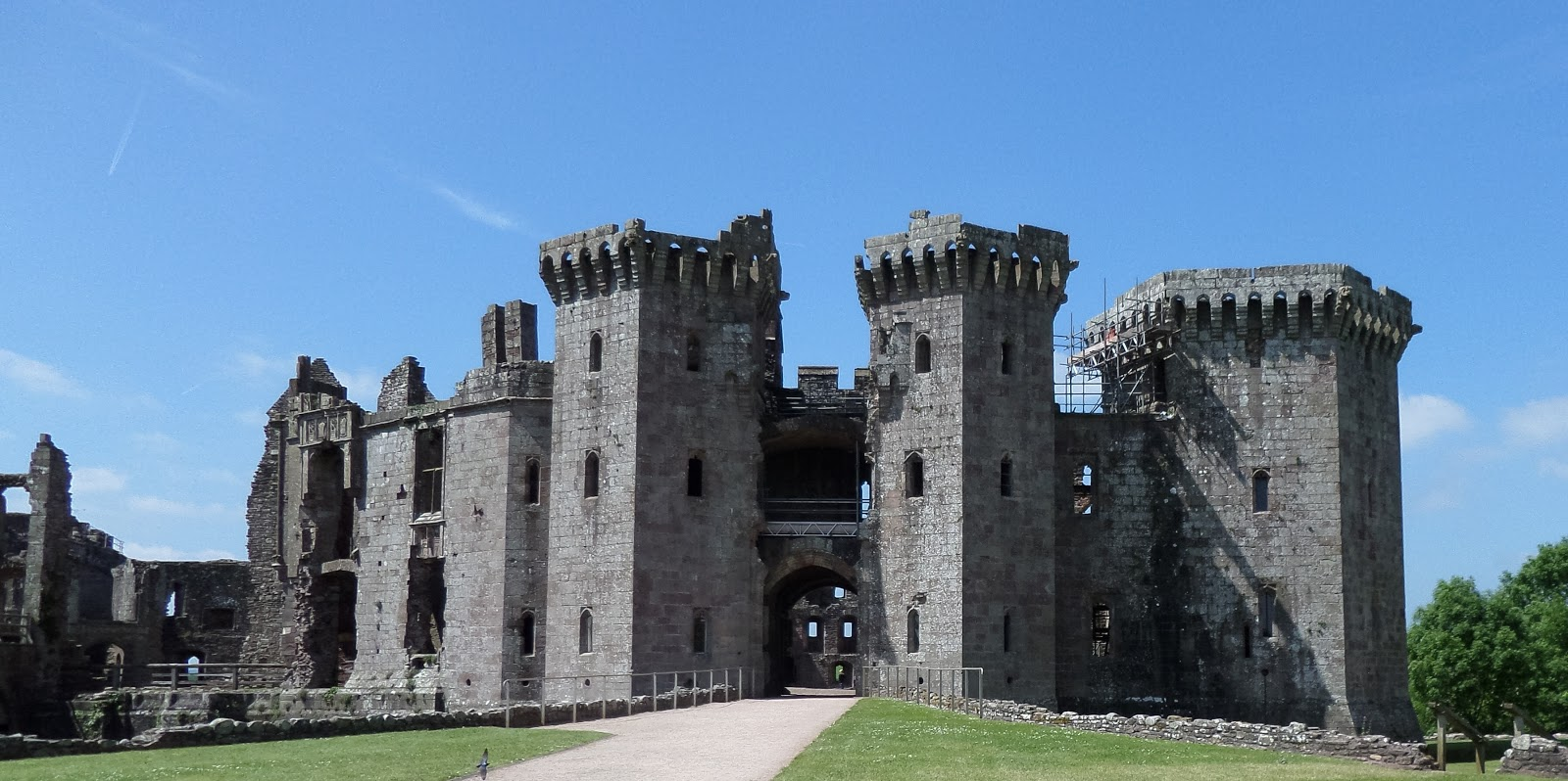 raglan castle - Transitional Castle 2016