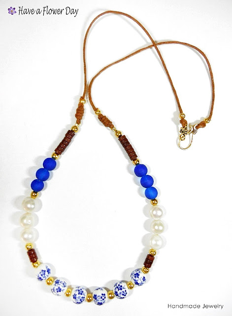 ANAFI #02. Collar con cerámica, perlas y cristal de mar · Beaded necklace with ceramics, fresh water pearls and sea glass