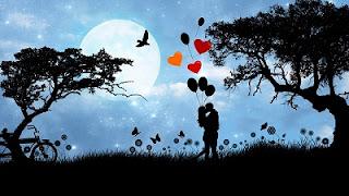 Fidanzati di notte sotto la luna piena