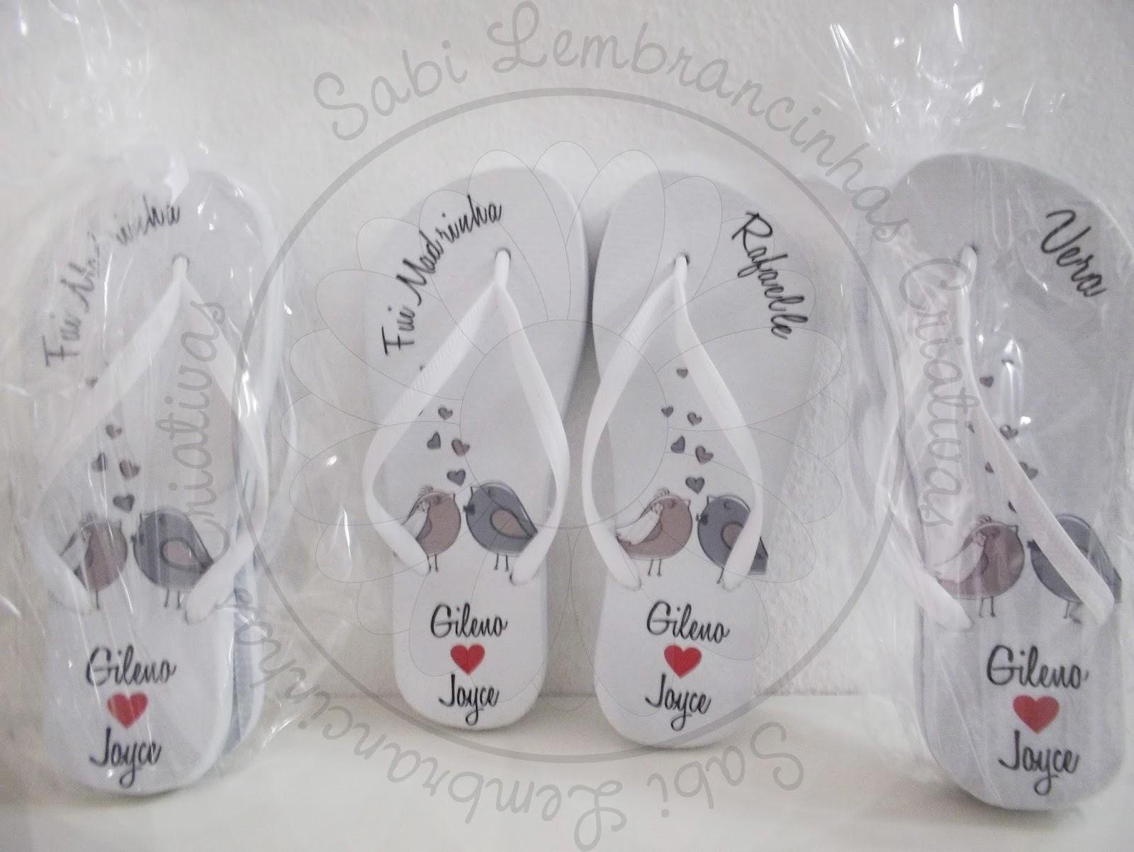 f3bab94b4 Lembrancinha de Padrinho: A Noiva Joyce (SP) encomendou para suas Madrinhas  7 Pares de Chinelo Personalizados e para os Padrinhos 7 Canecas de  Porcelana.