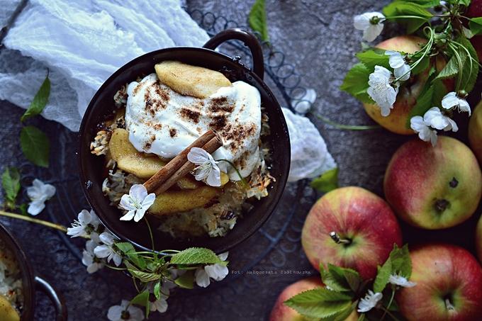 Piernikowy zapiekany ryż z karmelizowanymi jabłkami