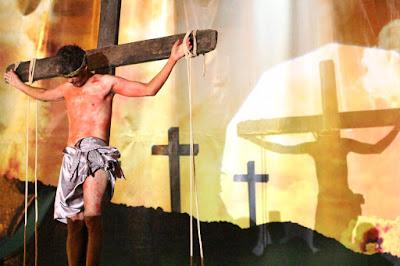 Encenação da Paixão de Cristo emocionou centenas de pessoas em Luís Eduardo Magalhães