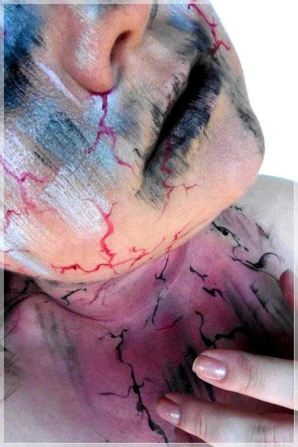 kreatives Makeup Schmerz Crucio