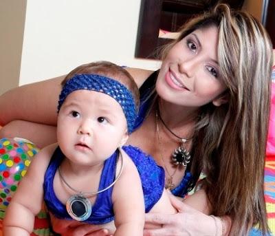 Foto de Milena Zárate posando con su hija