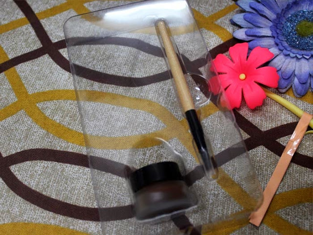 LA Girl Gel Liner brush and pomade