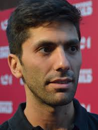 What is the height of Nev Schulman?