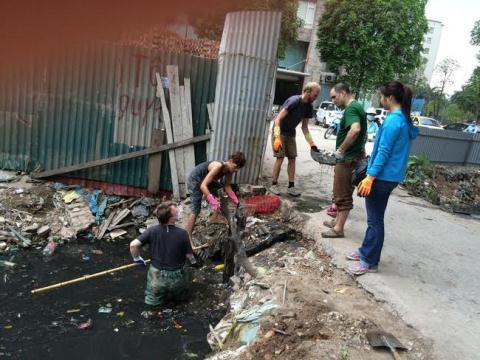 """Dọn rác phải xin phép, dân bỏ tiền """"mua"""" lỗi chính tả"""