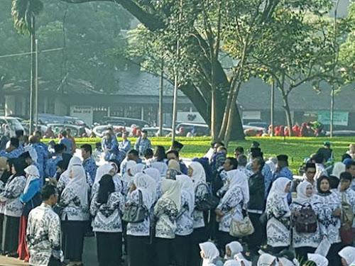 Honorarium tambahan Guru Non PNS Kota Bandung