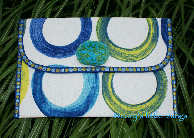 Cheerful Circles clutch