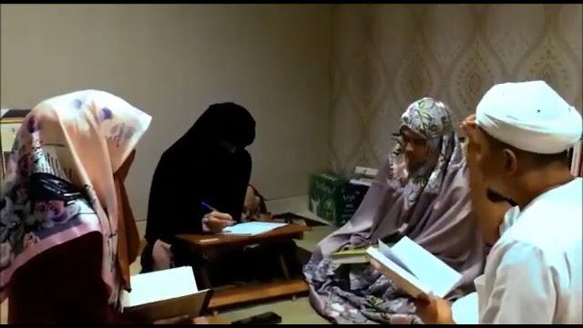 istri2 - Bikin Baper, Ini Foto Eksklusif dan Kisah Pernikahan Ketiga KH M Arifin Ilham