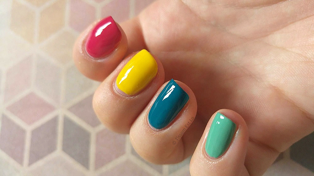 Summer nail polishes 2016 - Essie haute in the heat, Pierre Rene professional, pierre rené professional sunny, orly teal unreal, orly ancient jade, Equivalenza, Equivalenza review, equivalenza body mist, hollister body mist