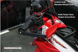 cara mengganti minyak rem motor dengan gambar