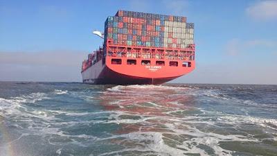 Navio Container Partindo Rumo