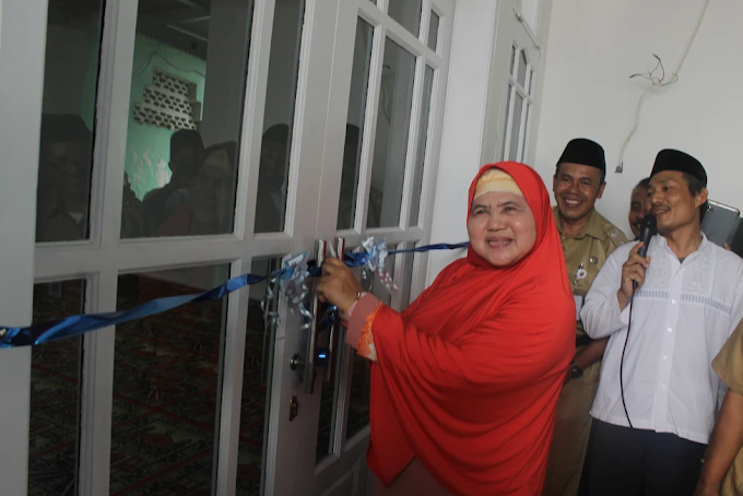 Mamah Dedeh Resmikan Gedung Taklim Masjid Nurul Islam