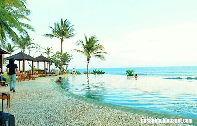 kolam renang di queen of the south beach resort jogja