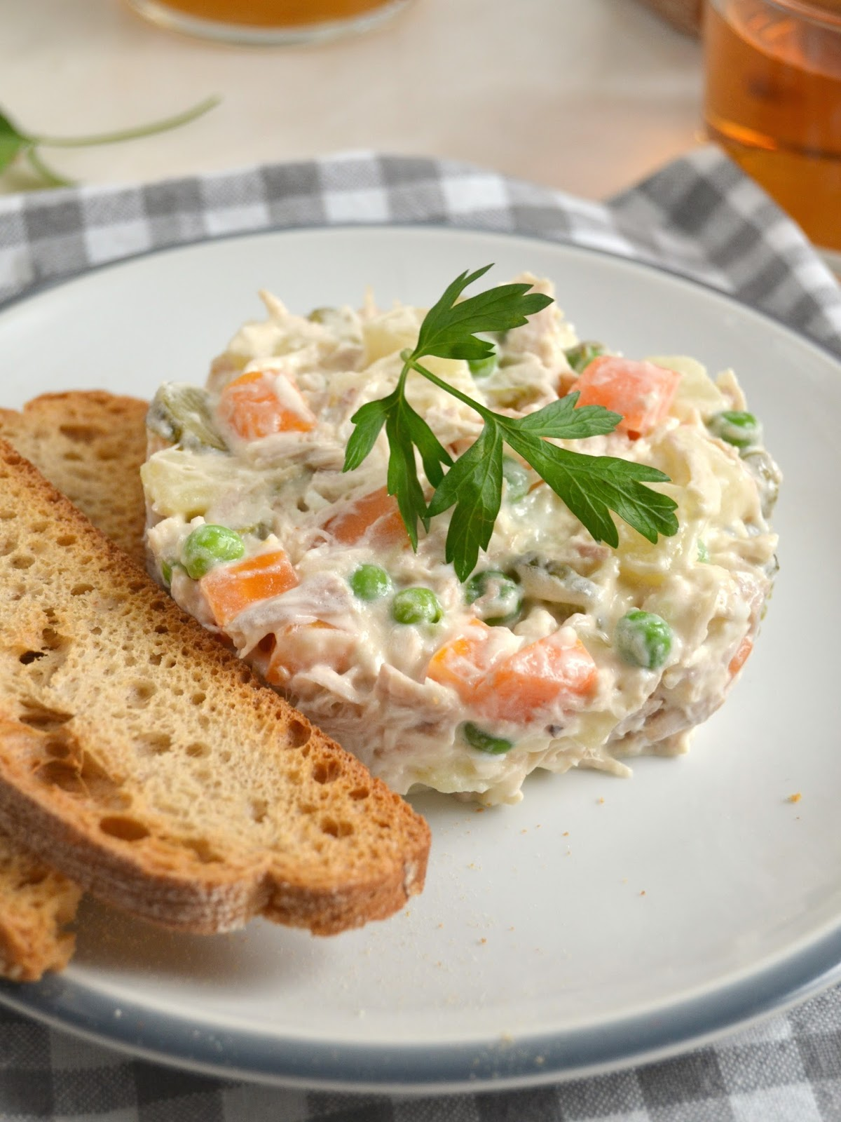 Ensaladilla de pollo ¡Fácil y deliciosa! | Cuuking! Recetas de cocina