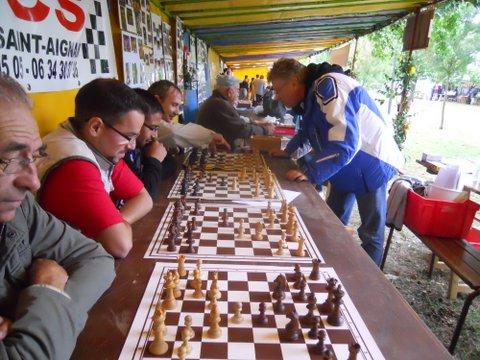 Eric Blanchard donnant une simultanée d'échecs le 14 septembre 2013 - Photo © Chess & Strategy