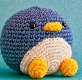 http://mispequicosas.blogspot.ch/2014/03/amigurumi-sebastian-pinguino-patron.html