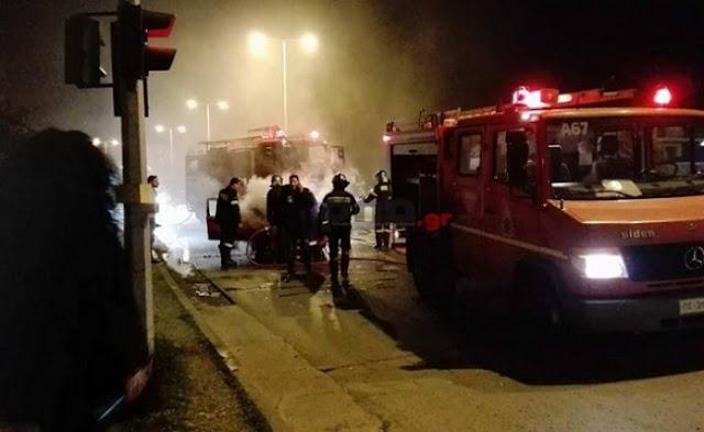 Αυτοκίνητο τυλίχθηκε στις φλόγες (βίντεο)