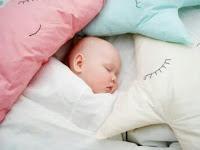 Mom, Wajib Dibaca! Cara Menidurkan Bayi Tanpa Digendong