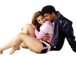 Amisha Patel Legs Exposing During Romance With Akshay Kumar