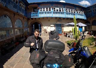 Preparando para partir do hotel em Cusco / Peru.
