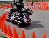 motoqueiro policial bom de braço