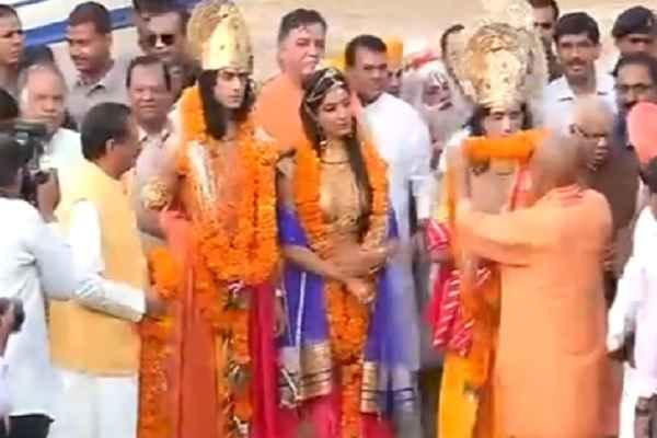 cm-yogi-adityanath-welcome-shri-ram-lakshman-sita-in-ayodhya