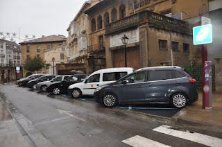 Parking cerca del Puente de Piedra