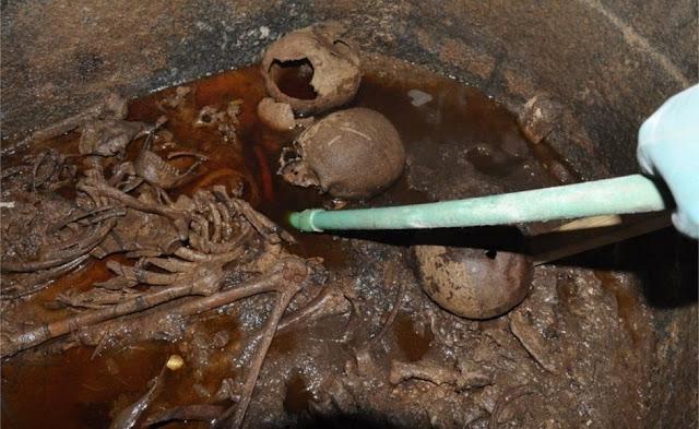 Peti Raksasa Zaman Fir'aun Dibuka Arkeolog Mesir, Baunya Busuk Isinya Ngeri