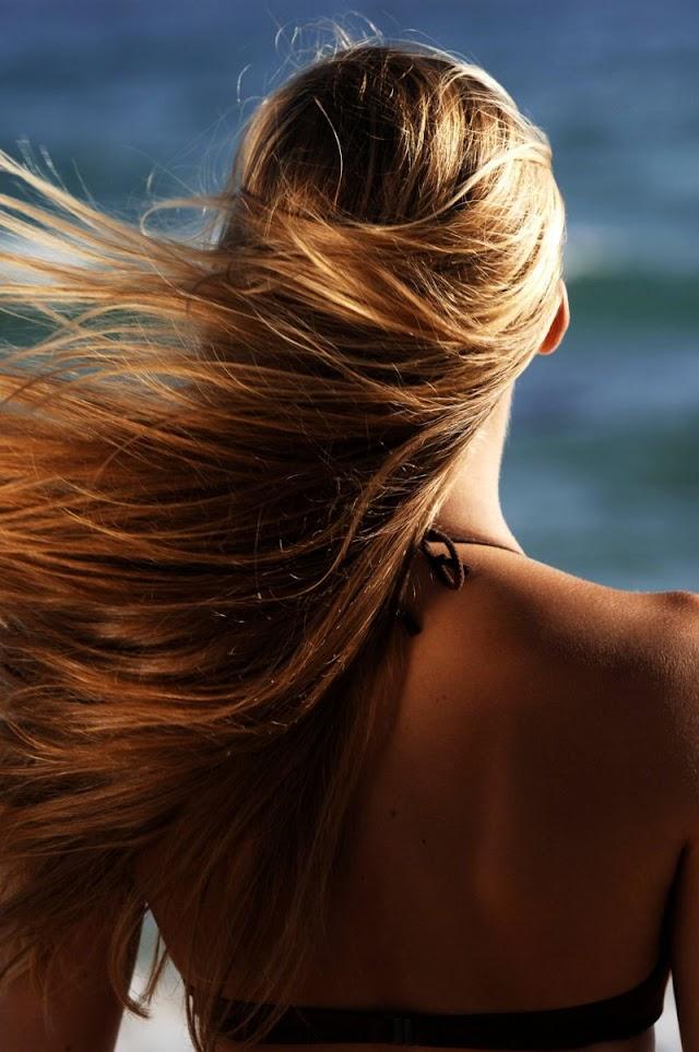 3 συμβουλές για την προστασία των μαλλιών σας από τον ήλιο...!