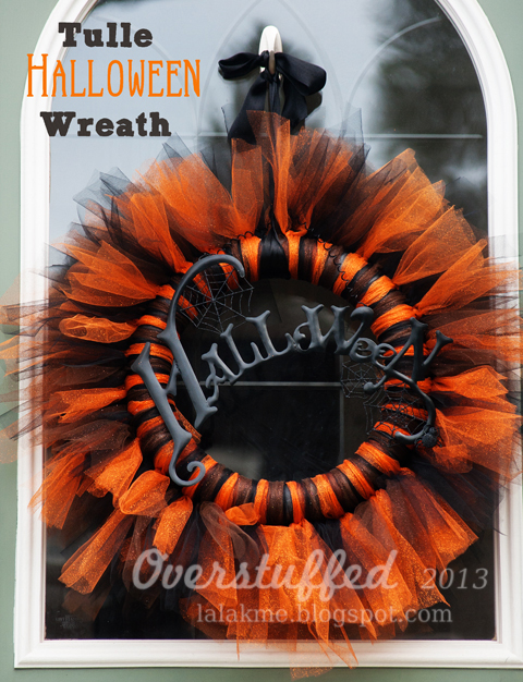 How to make a beautiful orange and black Halloween wreath out of tulle. This Halloween wreath is simple and inexpensive to make. #overstuffedlife