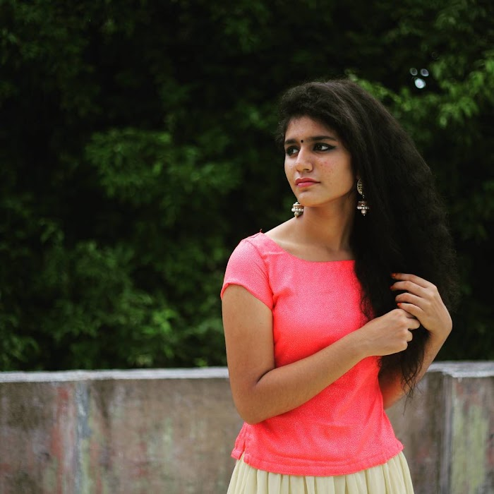 Oru Adaar Love Fame Priya Prakash Varrier Hot and Viral Photos-Instagram Pics