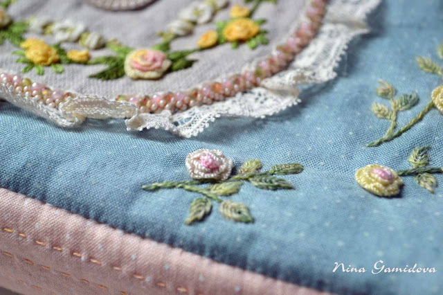 текстильная сумочка из хлопка с ручной вышивкой