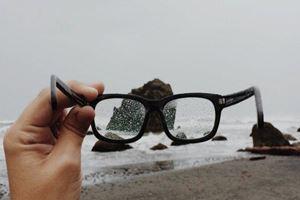5 Tips Traveling Sehat dan Aman untuk Penderita Mata Minus