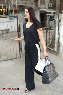 Bollywood Actress Sonali Bendre Spotted in Tracksuit at Spa  0002.jpg