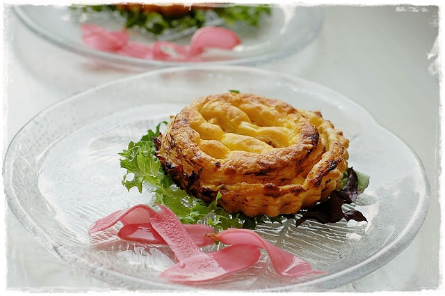 Det lyseblå køkken: Små kyllingetærter med abrikos/annattocreme. - Fra rester til delikat ...