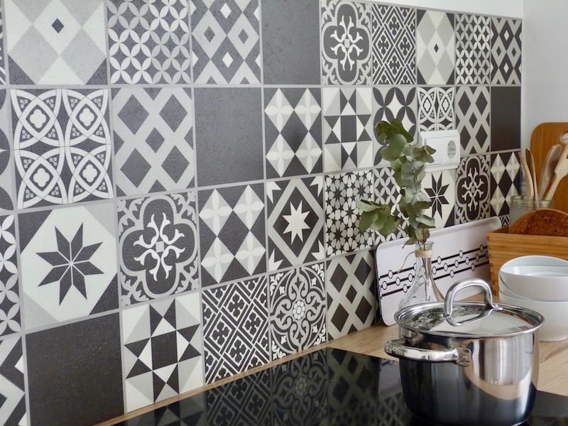 Baldosas pvc imitación porcelánico en frente de cocina
