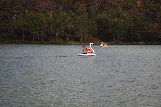 Barcos a pedales en el Lago de Da Lat