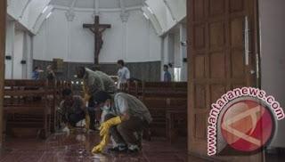 Umat Islam Bantu Bersihkan Gereja Santa Lidwina