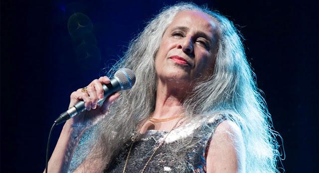 """Maria Bethânia estará na trilha de """"Verão 90"""", cantora está ainda na trilha das três novelas do Viva, """"Espelho da Vida"""" e """"Belíssima"""""""
