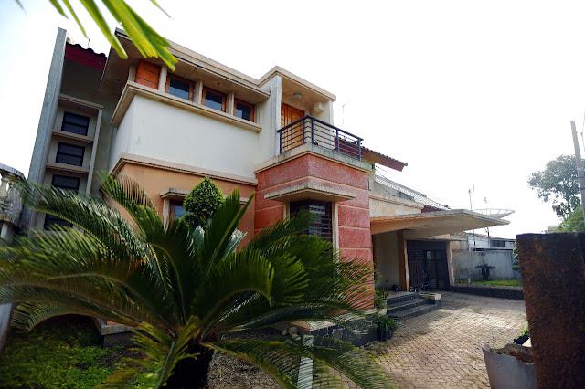 Tampak Depan Samping Rumah Mewah Di Jalan Kemiri II Simpang Limun Medan Sumatera Utara - 0812 8383 8397