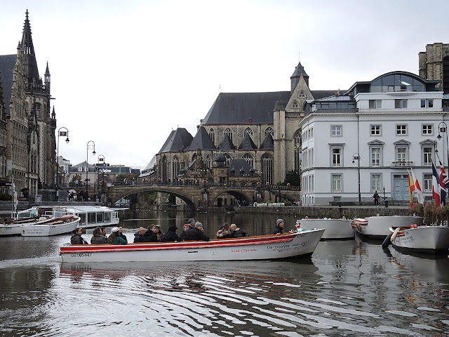 Gent: bootje varen in de regen