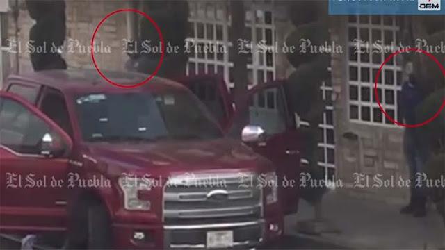 VIDEO: Momento en que sicarios huachicoleros ejecutan a 3 hombres y una mujer en una clínica privada en Puebla